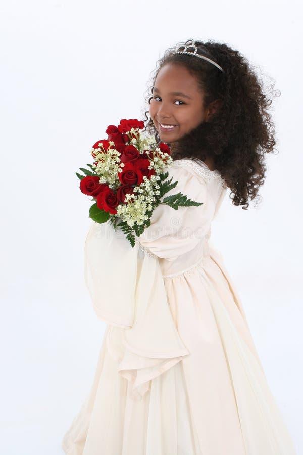 Download όμορφα επίσημα παλαιά κόκκινα τριαντάφυλλα κοριτσιών εξαετή Στοκ Εικόνες - εικόνα: 125344