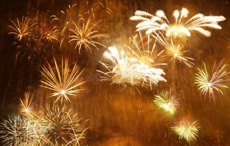 όμορφα ζωηρόχρωμα πυροτεχνήματα στο νέο διάστημα έτους και αντιγράφων - αφηρημένο υπόβαθρο διακοπών στοκ φωτογραφίες με δικαίωμα ελεύθερης χρήσης