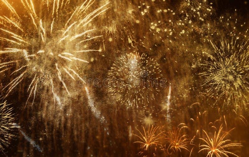 όμορφα ζωηρόχρωμα πυροτεχνήματα στο νέο διάστημα έτους και αντιγράφων - αφηρημένο υπόβαθρο διακοπών στοκ εικόνες με δικαίωμα ελεύθερης χρήσης