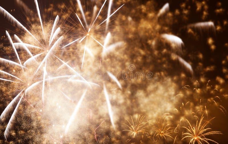 όμορφα ζωηρόχρωμα πυροτεχνήματα στο νέο διάστημα έτους και αντιγράφων - αφηρημένο υπόβαθρο διακοπών στοκ φωτογραφία με δικαίωμα ελεύθερης χρήσης