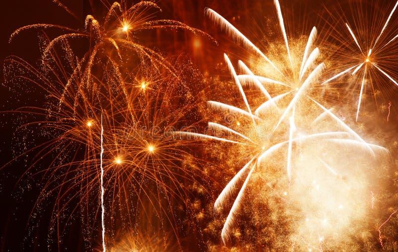 όμορφα ζωηρόχρωμα πυροτεχνήματα στο νέο διάστημα έτους και αντιγράφων - αφηρημένο υπόβαθρο διακοπών στοκ φωτογραφία