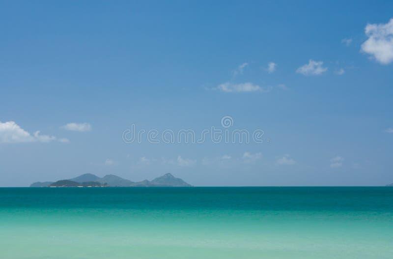 Όμορφα θάλασσα και νησιά στην απόσταση στο Whitsundays στην Αυστραλία στοκ εικόνες