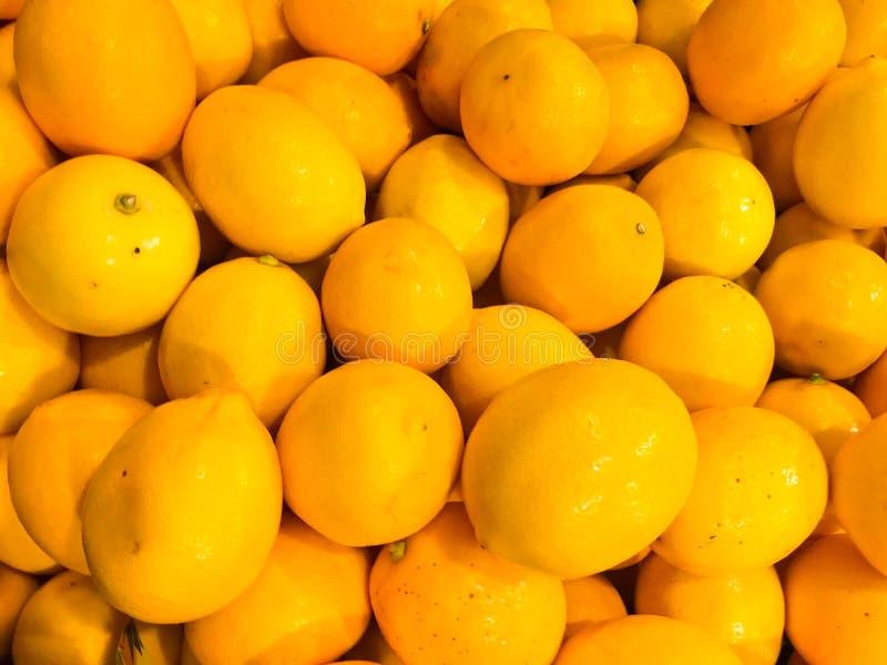 Όμορφα κίτρινα φυσικά γλυκά νόστιμα ώριμα μαλακά στρογγυλά φωτεινά φωτεινά tangerines, φρούτα, κλημεντίνες Σύσταση, ανασκόπηση στοκ εικόνες