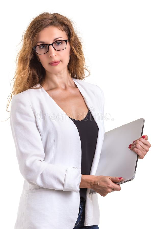 Όμορφα καυκάσια γυαλιά και χρησιμοποίηση ένδυσης επιχειρηματιών σύγχρονα στοκ εικόνες