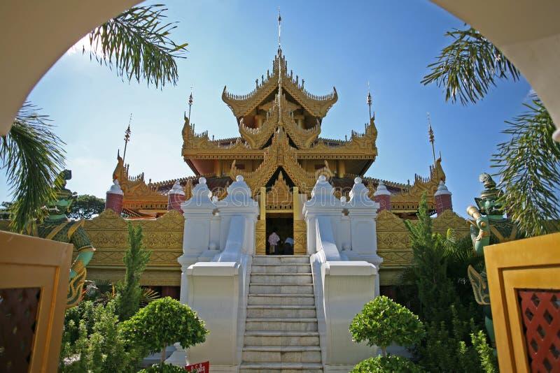 Όμορφα κτήρια παγοδών σε ένα συγκρότημα στο Mandalay, το Μιανμάρ στοκ φωτογραφία με δικαίωμα ελεύθερης χρήσης