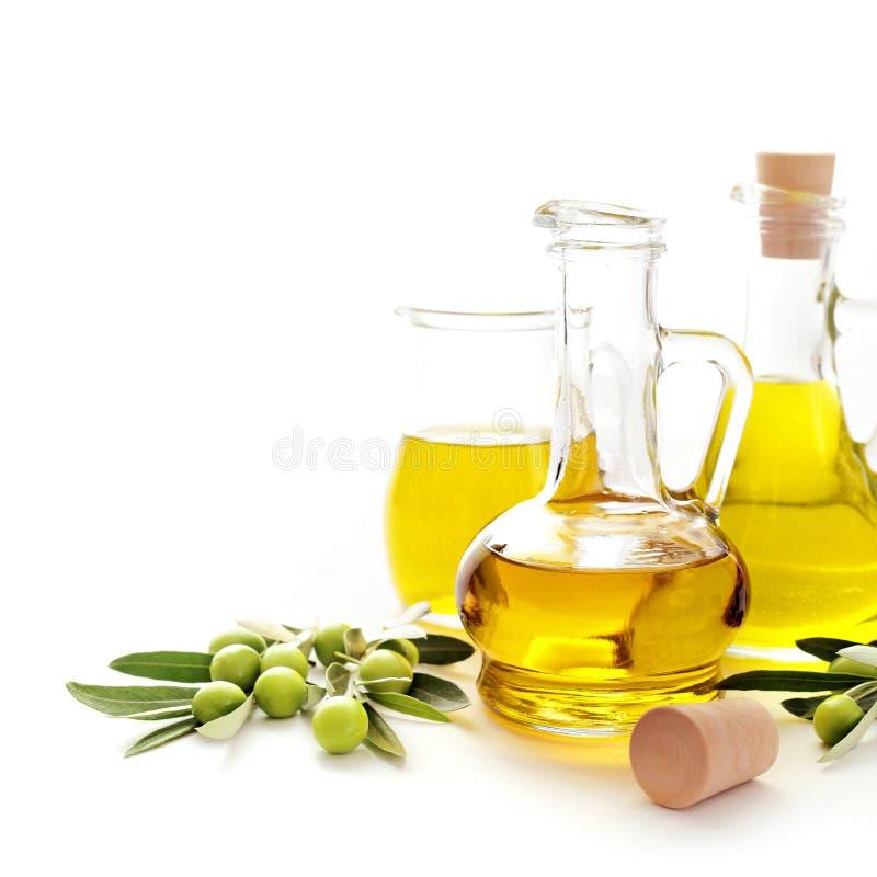όμορφα ντυμένα μπουκάλι καρυκεύματα ελιών πετρελαίου στοκ εικόνες