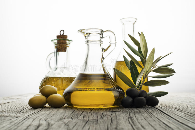 όμορφα ντυμένα μπουκάλι καρυκεύματα ελιών πετρελαίου στοκ εικόνα με δικαίωμα ελεύθερης χρήσης