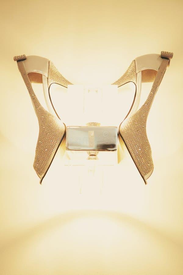 Όμορφα παπούτσια με τη λάμπα φωτός στοκ εικόνες