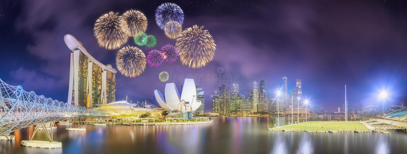 Όμορφα πυροτεχνήματα στον κόλπο μαρινών, ορίζοντας της Σιγκαπούρης στοκ εικόνες
