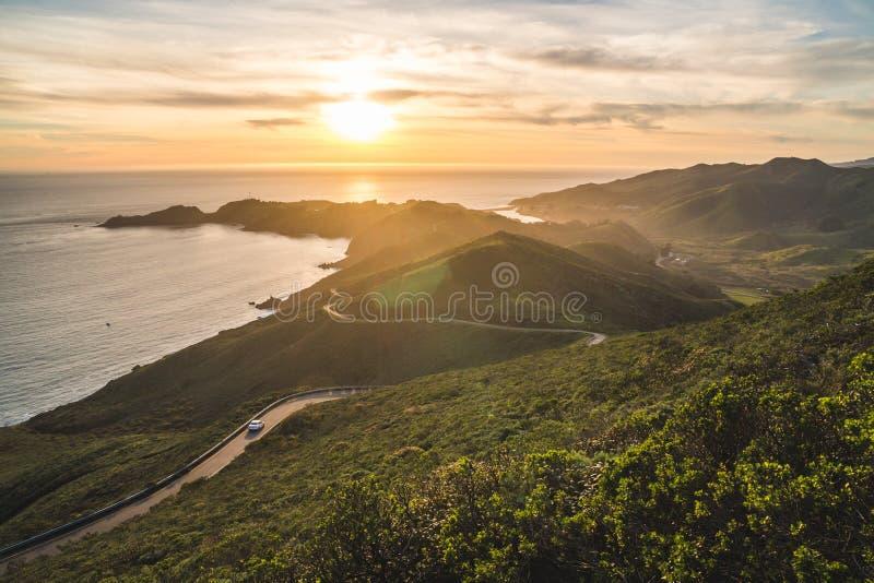 Όμορφα σκηνικά ηλιοβασίλεμα πάνω από τα ακρωτήρια του Μαρίν και τον Ειρηνικό Ωκεανό κοντά στο Σαν Φρανσίσκο της Καλιφόρνια στοκ φωτογραφίες με δικαίωμα ελεύθερης χρήσης