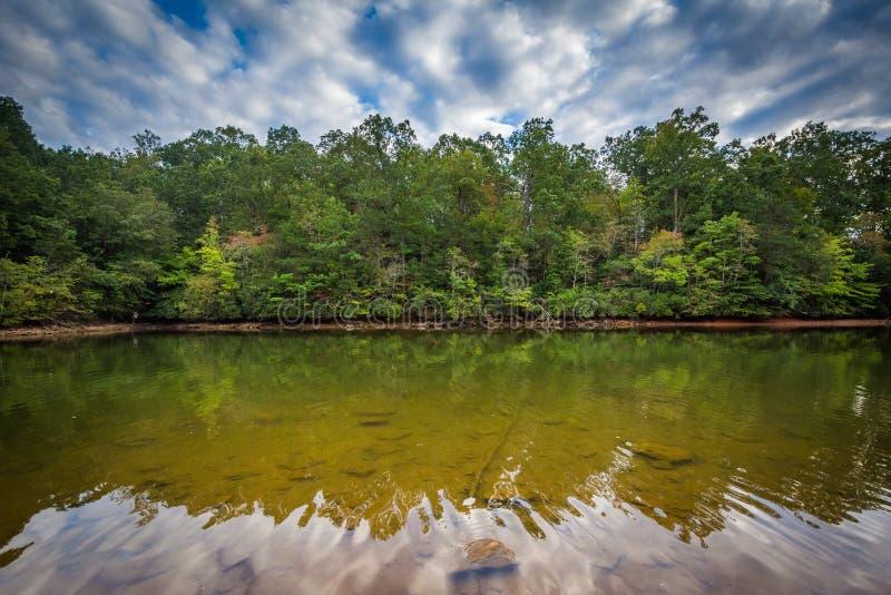 Όμορφα σύννεφα πέρα από τη λίμνη Norman, στο νορμανδικό κρατικό πάρκο λιμνών, αριθ. στοκ εικόνα με δικαίωμα ελεύθερης χρήσης