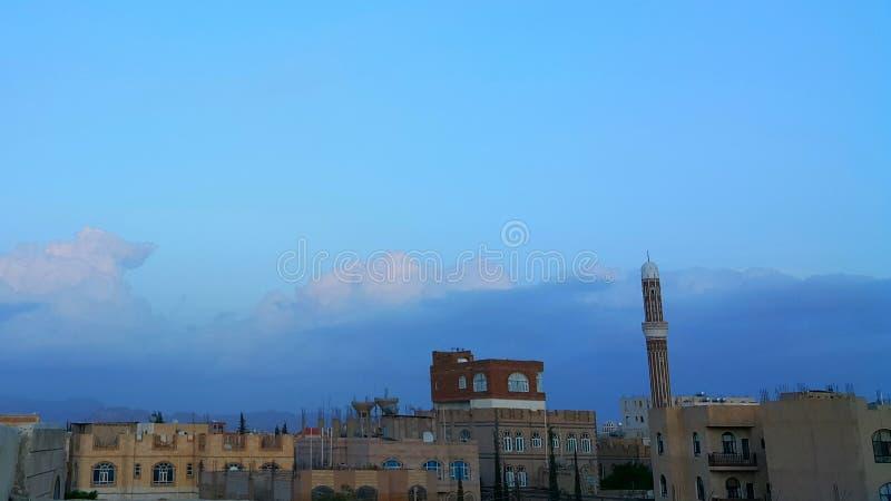 Όμορφα σύννεφα στον ουρανό Sanaa πριν από το ηλιοβασίλεμα στοκ φωτογραφίες