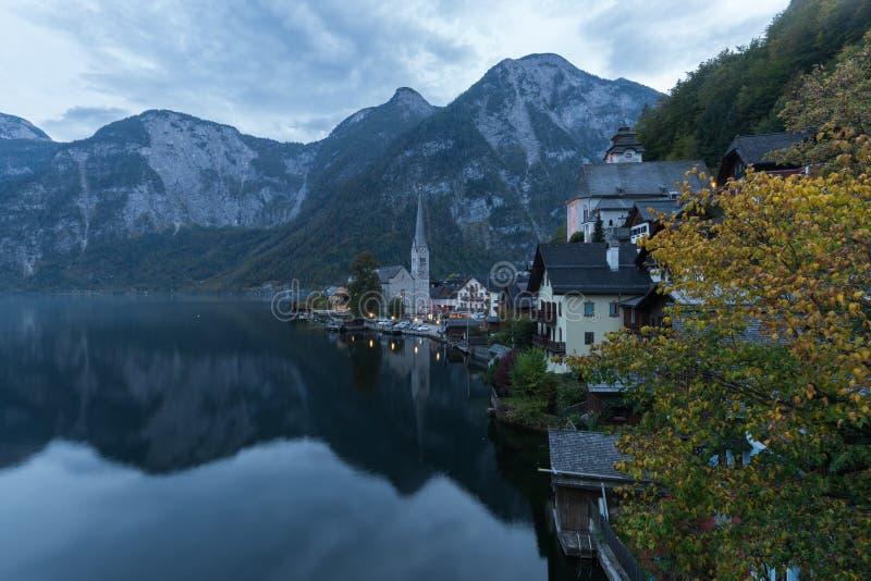 Όμορφα τοπία στο Hallstatt, ένα χωριό Lakeside στο σούρουπο, Αυστρία στοκ φωτογραφίες με δικαίωμα ελεύθερης χρήσης