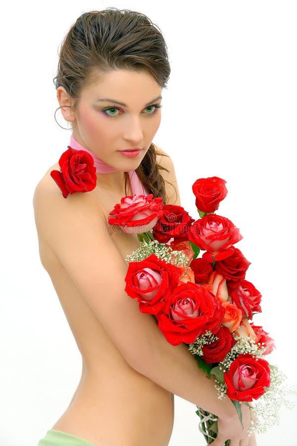 όμορφα τριαντάφυλλα κοριτσιών στοκ εικόνες