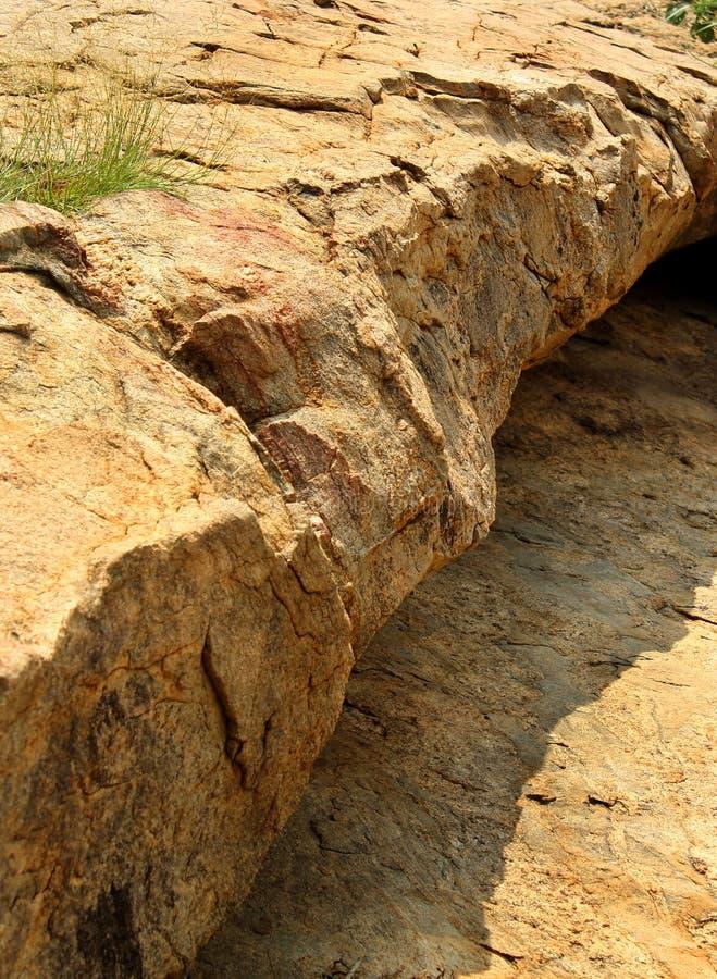 Όμορφα φυσικά στρώματα του ραγισμένου φυσικού υποβάθρου σύστασης βράχου στοκ φωτογραφίες με δικαίωμα ελεύθερης χρήσης