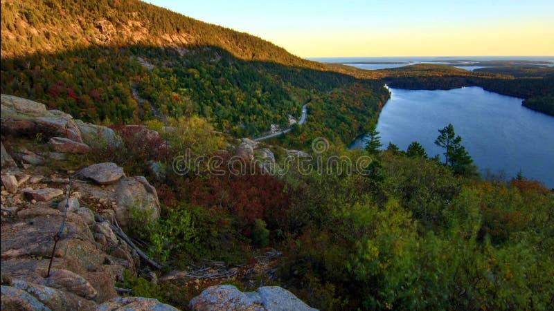 Όμορφα χρώματα πτώσης του εθνικού πάρκου Acadia στο Μαίην ΗΠΑ στοκ εικόνες
