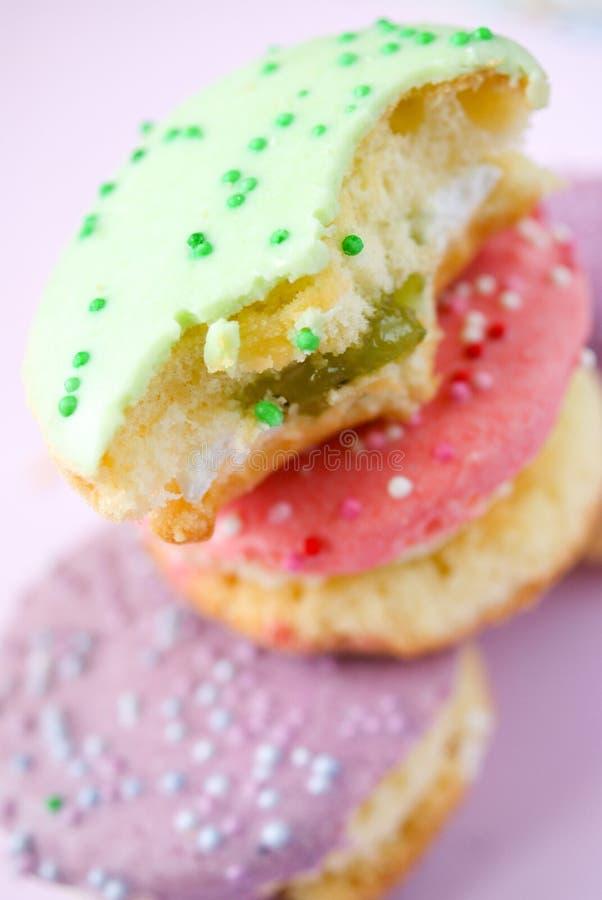 Όμορφα cupcakes στο αναδρομικό ύφος στοκ εικόνες