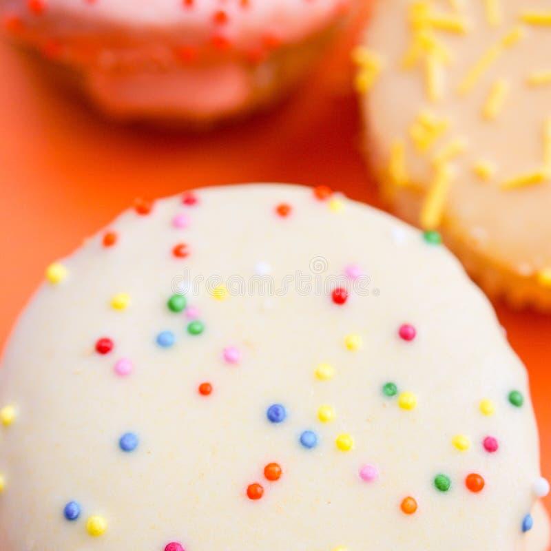 Όμορφα cupcakes στο αναδρομικό ύφος στοκ φωτογραφία με δικαίωμα ελεύθερης χρήσης