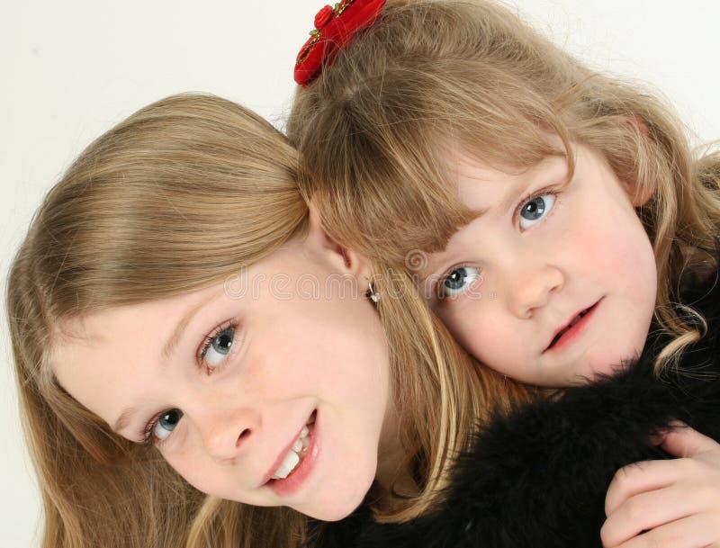 όμορφες αδελφές στοκ φωτογραφία με δικαίωμα ελεύθερης χρήσης