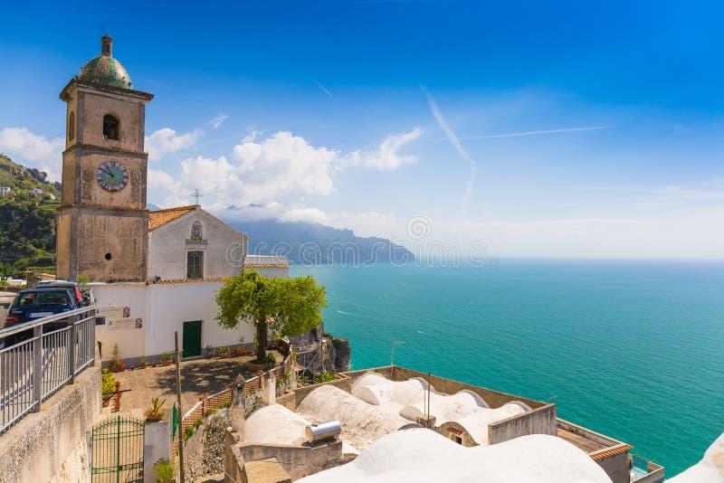 Όμορφες απόψεις από την πορεία των Θεών, ακτή της Αμάλφης, περιοχή Campagnia, της Ιταλίας στοκ φωτογραφία με δικαίωμα ελεύθερης χρήσης