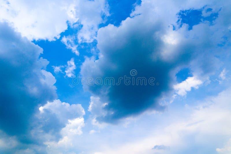 Όμορφες αφηρημένες υπόβαθρο και ταπετσαρία τοπίων μπλε ουρανού στοκ εικόνες με δικαίωμα ελεύθερης χρήσης