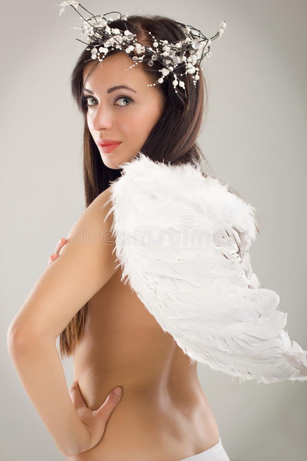 Όμορφες γυναίκες ως άγγελο στοκ εικόνα με δικαίωμα ελεύθερης χρήσης