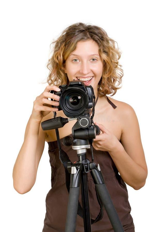 όμορφες εκμετάλλευσης νεολαίες γυναικών photocamera χαμογελώντας στοκ εικόνα