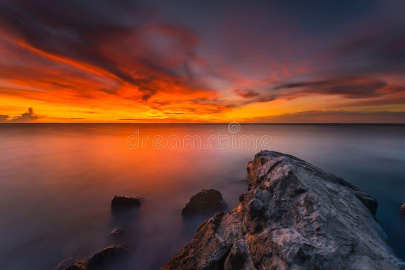Όμορφες ηλιοβασίλεμα και ανατολή από το νησί Ινδονησία, σύννεφο, περιοχή σερφ, το καλύτερο παιχνίδι mentawai θέσης σερφ στοκ φωτογραφία με δικαίωμα ελεύθερης χρήσης
