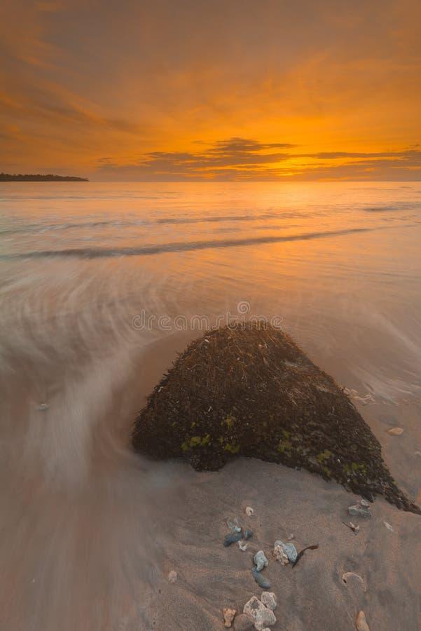 Όμορφες ηλιοβασίλεμα και ανατολή από το νησί mentawai στοκ εικόνα