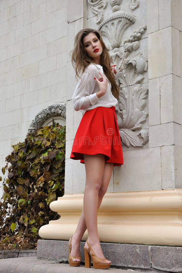 όμορφες κόκκινες νεολαί στοκ εικόνα με δικαίωμα ελεύθερης χρήσης