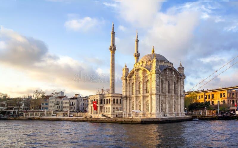 Όμορφες μουσουλμανικό τέμενος Ortakoy τοπίων και γέφυρα Bosphorus, Ιστανμπούλ Τουρκία, καλύτερος τουριστικός προορισμός της Ισταν στοκ εικόνες