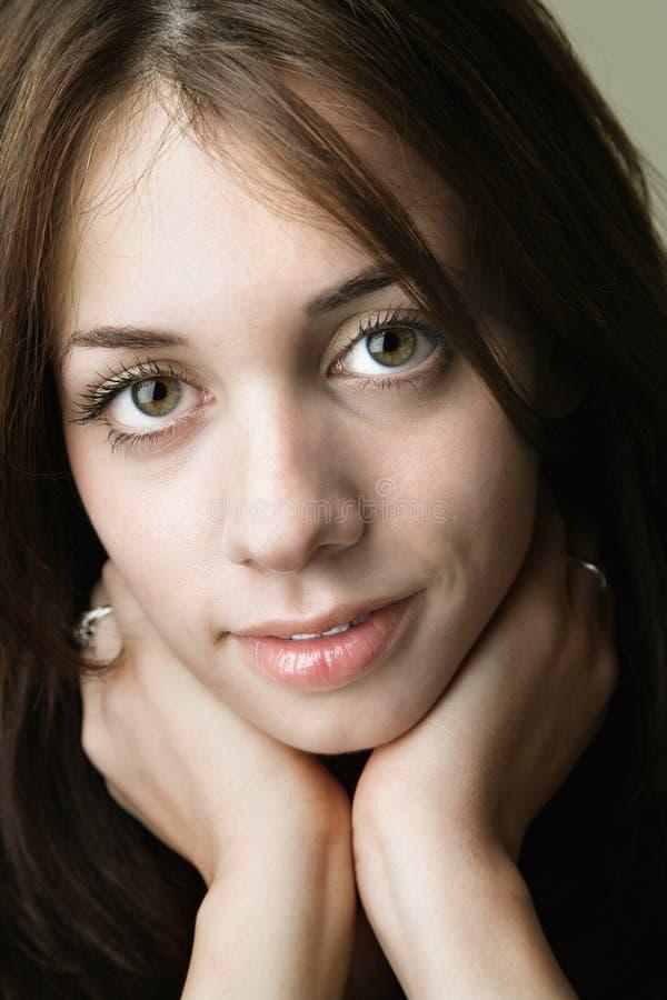 όμορφες νεολαίες γυναικών στοκ φωτογραφία
