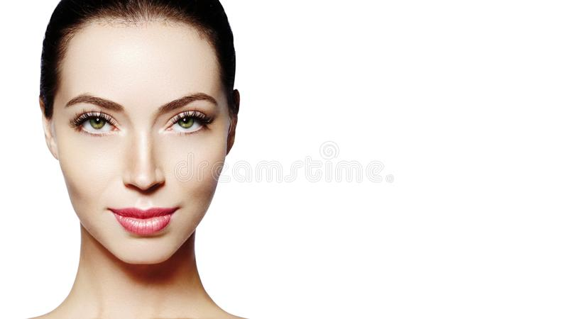 όμορφες νεολαίες γυνα&iota Skincare, wellness, SPA Το καθαρό μαλακό δέρμα, υγιής φρέσκος κοιτάζει Φυσικός καθημερινός makeup στοκ εικόνες