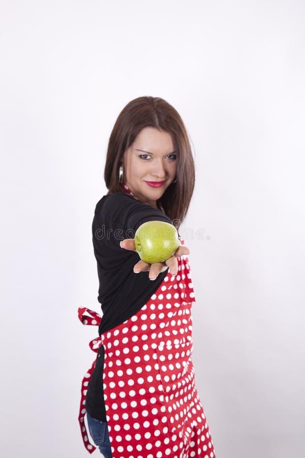 όμορφες νεολαίες νοικοκυρών εκμετάλλευσης μήλων στοκ εικόνες