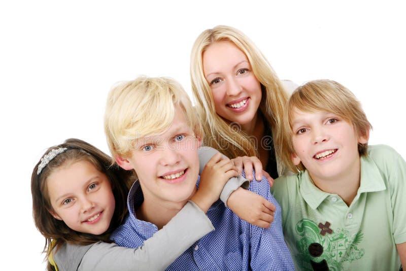 όμορφες νεολαίες ομάδα&sig στοκ φωτογραφία