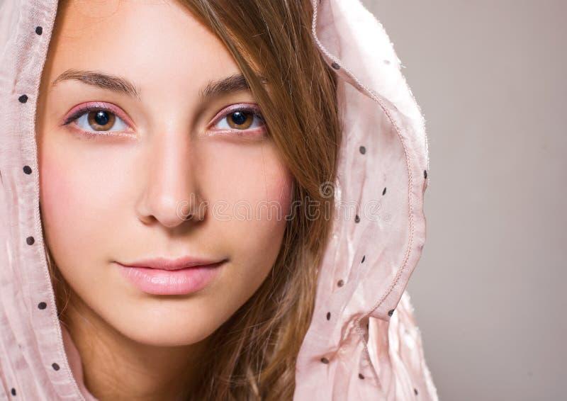 όμορφες νεολαίες πορτρέ&t στοκ φωτογραφία με δικαίωμα ελεύθερης χρήσης