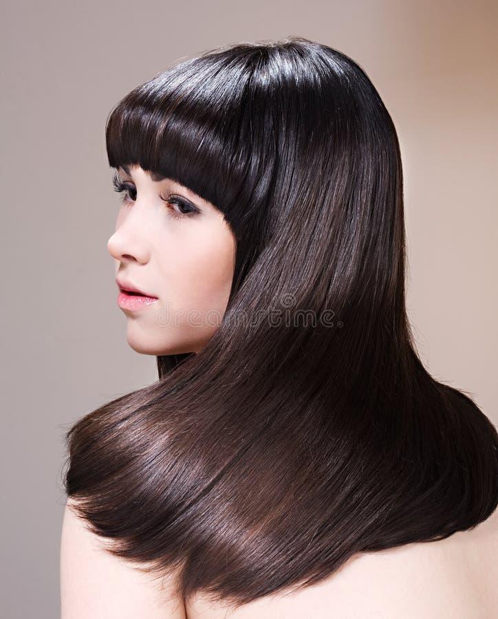 όμορφες νεολαίες brunette στοκ φωτογραφίες