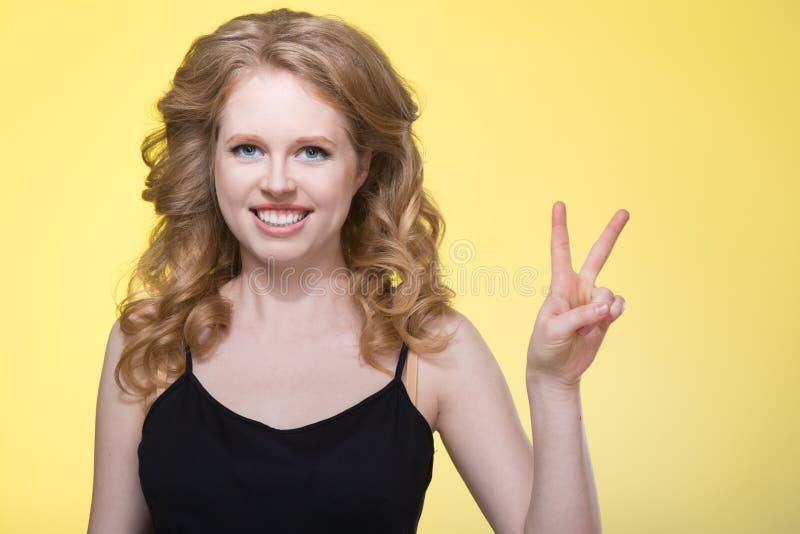 όμορφες νεολαίες γυναικών στοκ φωτογραφίες με δικαίωμα ελεύθερης χρήσης