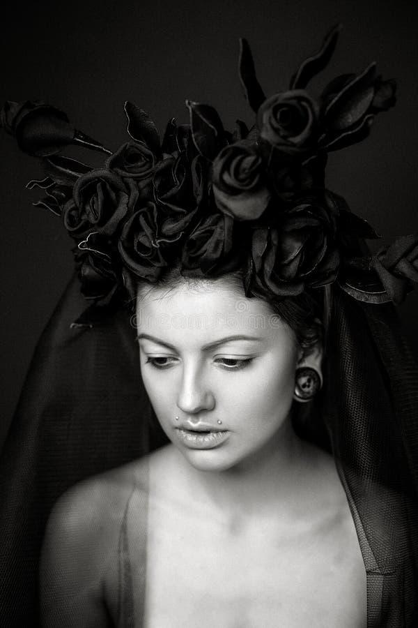 όμορφες νεολαίες γυναικών στοκ εικόνες
