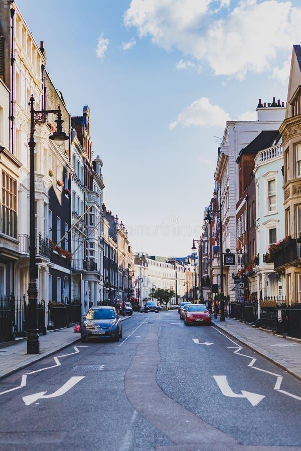 Όμορφες οδοί με τα ιστορικά κτήρια σε Mayfair, ένα afflu στοκ φωτογραφίες με δικαίωμα ελεύθερης χρήσης