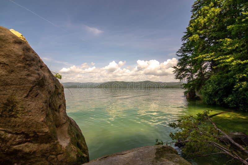 Όμορφες σκηνές τοπίων στη νότια Καρολίνα jocassee λιμνών στοκ εικόνες