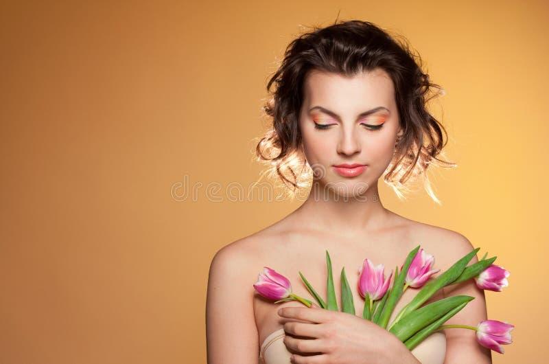 όμορφες τουλίπες κοριτ&s στοκ εικόνα με δικαίωμα ελεύθερης χρήσης
