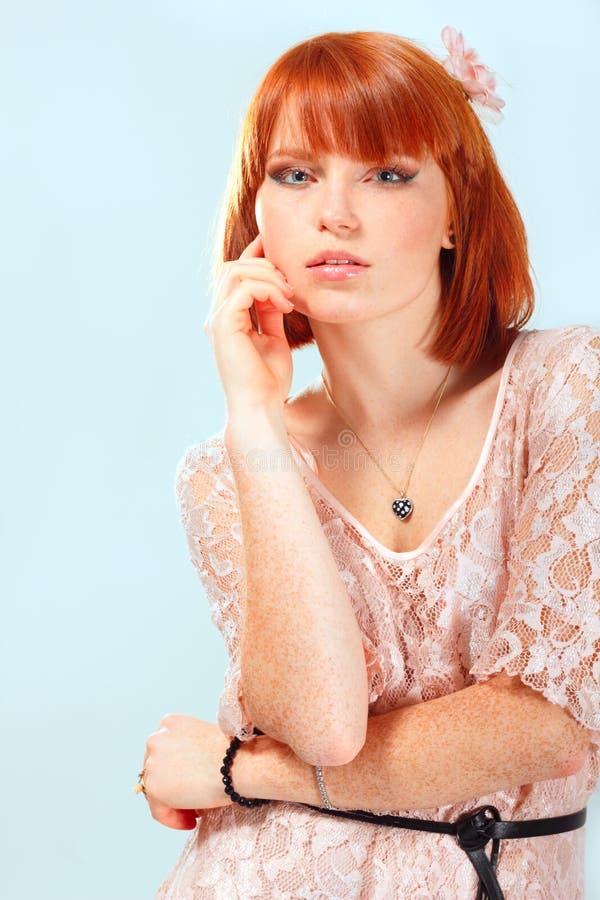 Όμορφες φακίδες κοριτσιών θερινών εφήβων κοκκινομάλλεις στοκ εικόνες με δικαίωμα ελεύθερης χρήσης