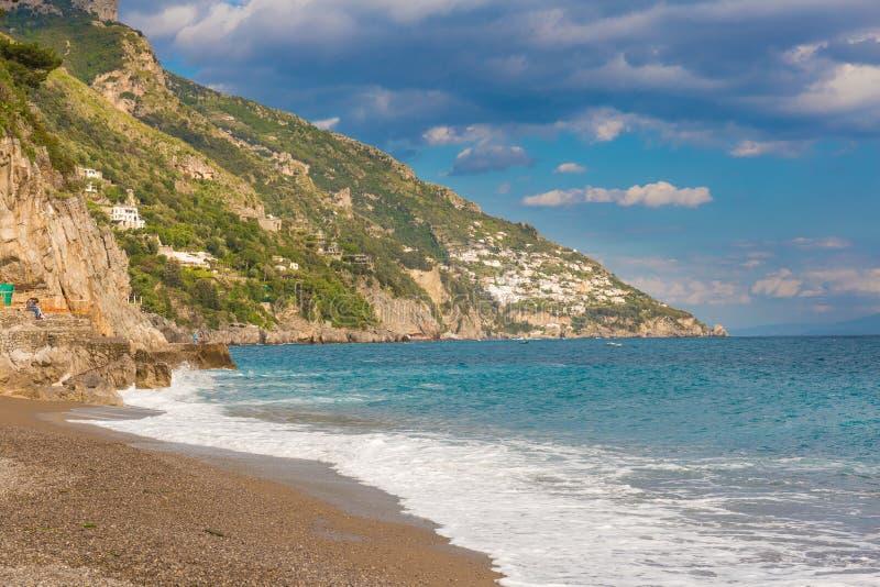 Όμορφη άποψη ακτών από Positano, ακτή της Αμάλφης, περιοχή Campania, της Ιταλίας στοκ φωτογραφία με δικαίωμα ελεύθερης χρήσης