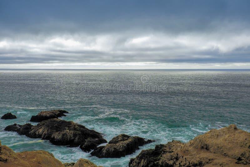 Όμορφη άποψη κόλπων Bodega με τα σύννεφα στοκ εικόνα