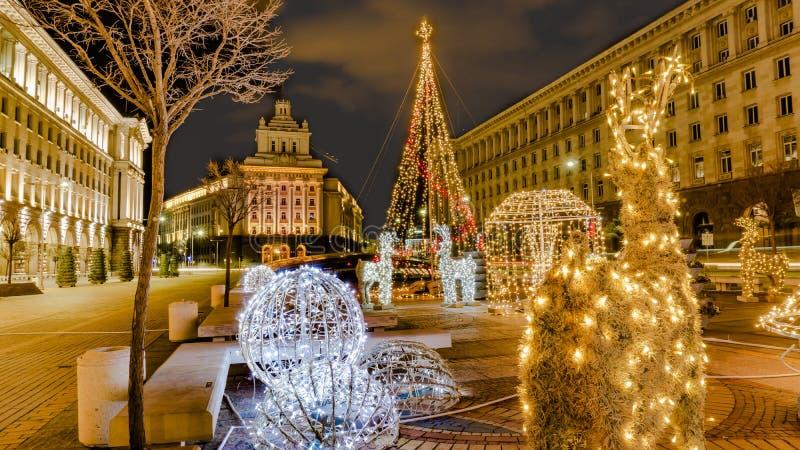 Όμορφη άποψη νύχτας της Βουλγαρίας Sofia στο στο κέντρο της πόλης υπουργικό Συμβούλιο της Sofia, την εθνική συνέλευση και την προ στοκ φωτογραφίες με δικαίωμα ελεύθερης χρήσης