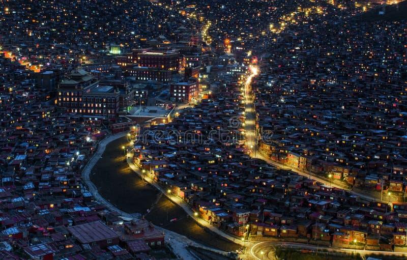 Όμορφη άποψη νύχτας της βουδιστικής ακαδημίας στοκ φωτογραφίες με δικαίωμα ελεύθερης χρήσης