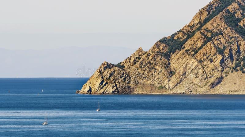 Όμορφη άποψη της ακτής στην περιοχή Punta Mesco, από Riomaggiore, πάρκο Cinque Terre, Λιγυρία, Ιταλία στοκ εικόνες