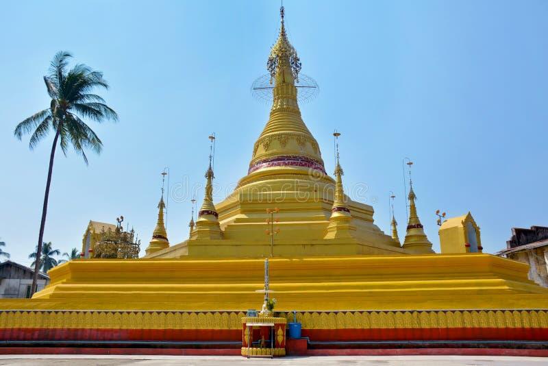 Όμορφη άποψη της βουδιστικής παγόδας σε Thaton, το Μιανμάρ & x28 Burma& x29  στοκ φωτογραφία