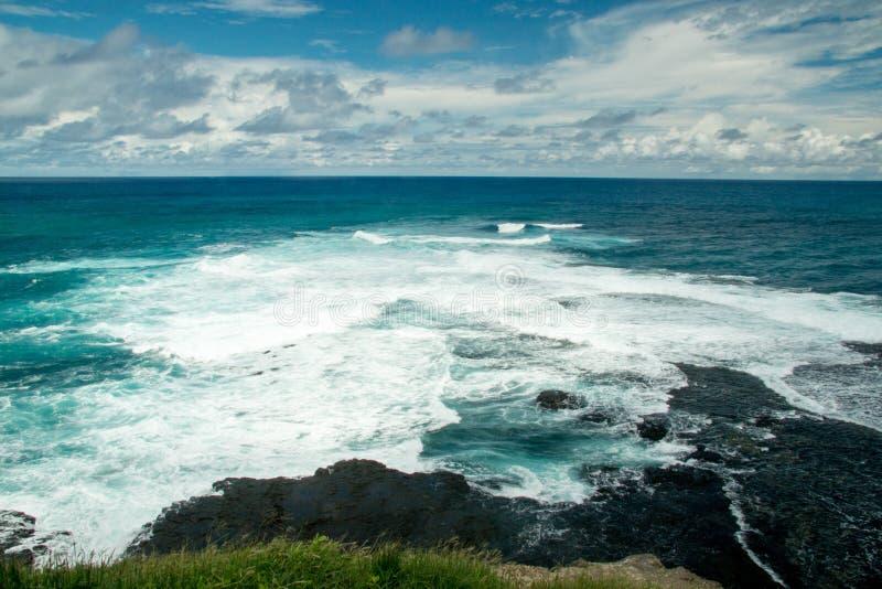 Όμορφη άποψη της δύσκολης ακτής στο DOS Καράκας Ponto σημείου του Καράκας στο Fernando de Noronha στοκ φωτογραφία με δικαίωμα ελεύθερης χρήσης